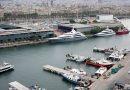 В порту Барселоны паром врезался в круизное судно