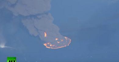 На видео сняли гигантское пятно горящей нефти в Восточно-Китайском море