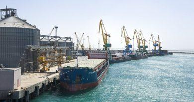 Порт Приморска закрыт из-за шторма, но погрузка нефти продолжается