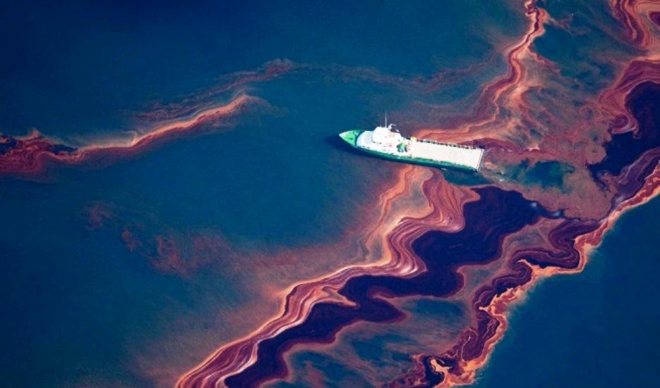 Огромный разлив нефти обнаружен в Балтийском море