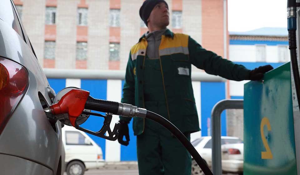 В Ростове злоумышленник облил бензином сотрудника заправки